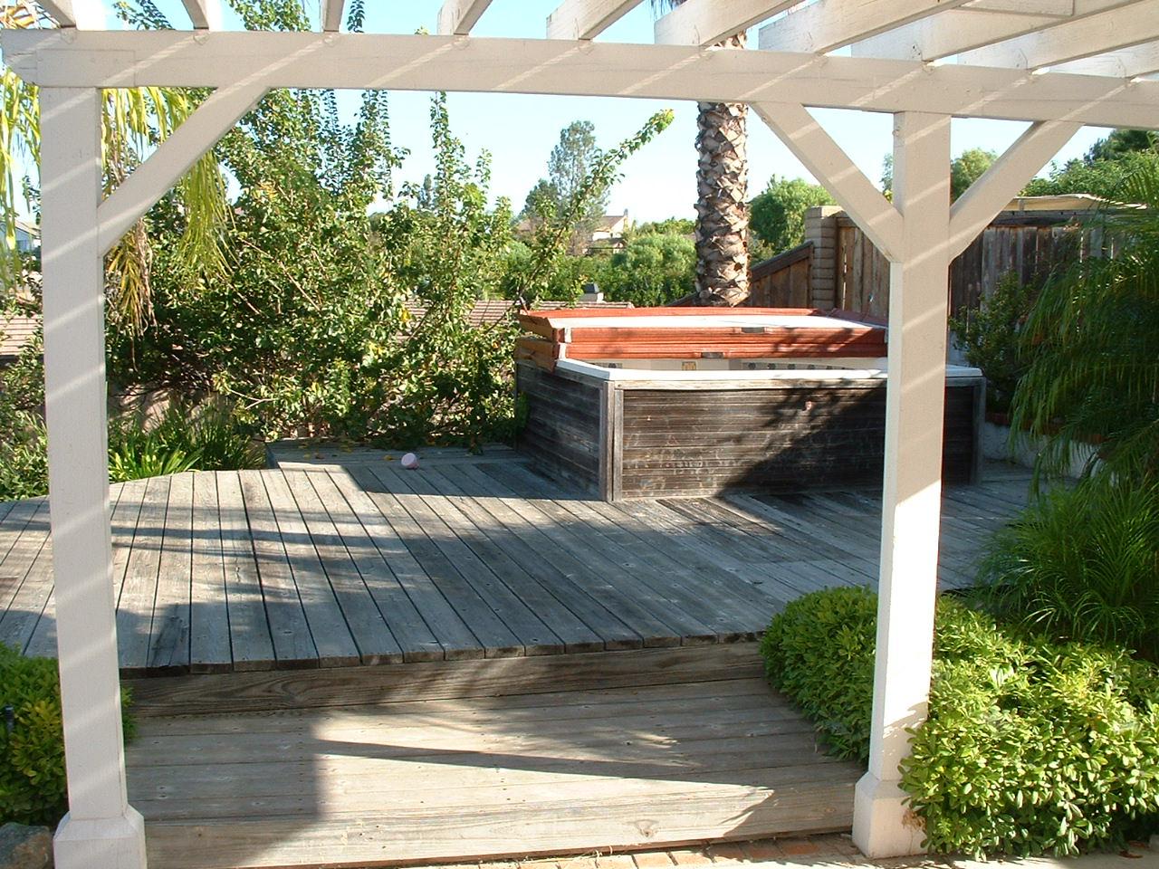 Restoring Cedar Deck Home Design Idea